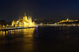 Cityscape of Budapest at night - 197236574