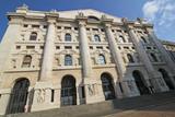 Milano: il palazzo della Borsa in piazza Affari - 197271541
