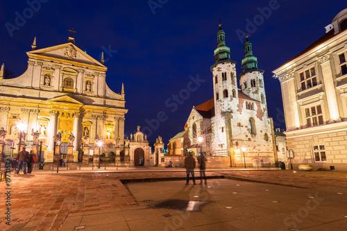 architektura-starego-miasta-w-krakowie-w-nocy-p