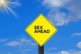 Ein Verkehrszeichen mit dem Hinweis auf Sex