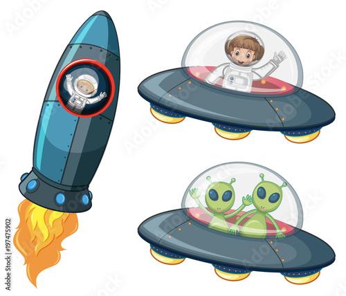 Fotobehang Kids Astronauts and aliens in spaceships