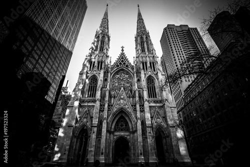 Foto op Plexiglas New York TAXI St patrick's cathedral (B&W) - New York City - NYC - USA
