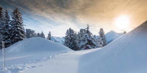 canvas print picture Bergsonne über Winterlandschaft als Panorama