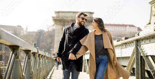 Fotobehang Boedapest Loving couple on Chain bridge, Budapest