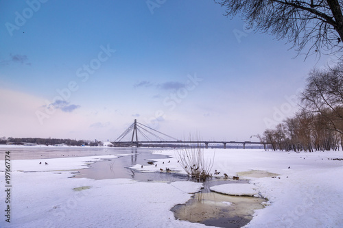 Foto op Plexiglas Kiev Moscow bridge in Kiev over the Dnieper in winter