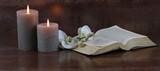 Fototapety Kerzen mit Bibel