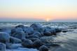 Quadro malerischer Sonnenaufgang an der Ostsee im Winter, Konzept Seebestattung