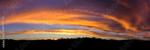Foto op Plexiglas Oranje eclat Firey Sunset behind hills. Googong, NSW