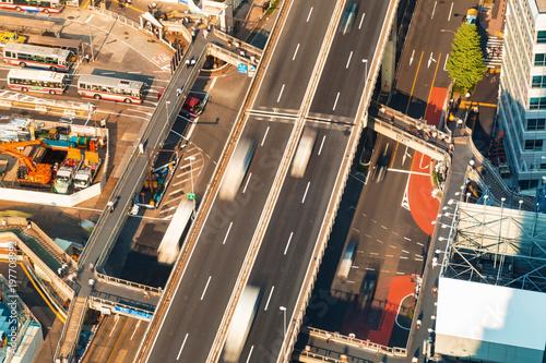 Widok z lotu ptaka podwyższona autostrada w Tokio, Japonia