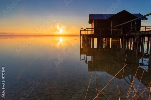 In de dag Ochtendgloren Sunruse at lake Ammersee