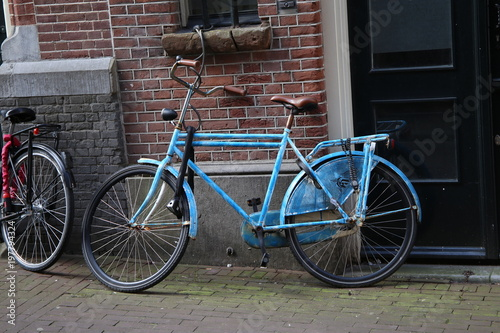 Foto op Plexiglas Fiets Blue City Bicycle Against Brick Wall
