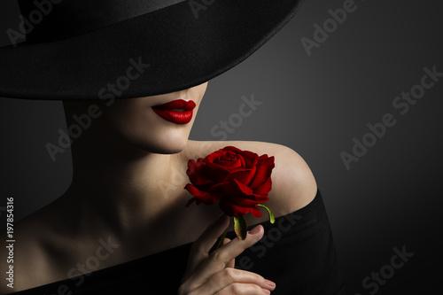 Czerwone usta, czerwona róża
