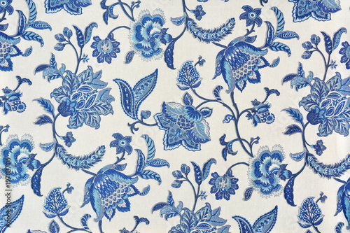 Leinwanddruck Bild Blue ornate floral pattern on white cotton tablecloth.