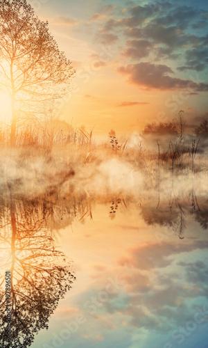 mglisty-i-sloneczny-poranek-nad-jeziorem