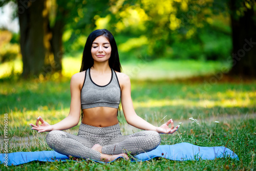 Foto op Aluminium School de yoga Young beautiful woman practicing yoga in the green park. Wellness concept. Calmness and relax, woman happiness.