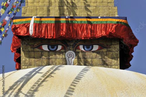 Fotobehang Graffiti Stupa Bodnath oder Boudhanath oder Boudha, UNESCO-Weltkulturerbe, aufgemalte Augen, bunte Gebetsfahnen, tibetischer Buddhismus, Kathmandu, Nepal, Asien