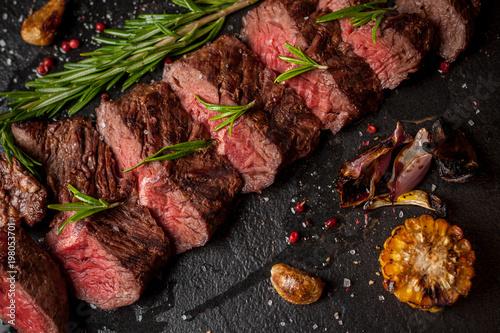 Foto op Plexiglas Steakhouse Chopped red wine steak on a wooden table.