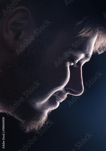 Ragazzo con barba di profilo Poster