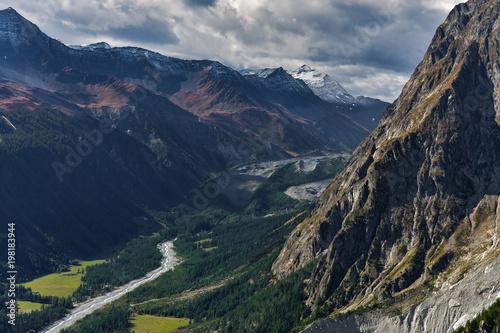 Fotobehang Nachtblauw Vista dallo Skyway per il Monte Bianco