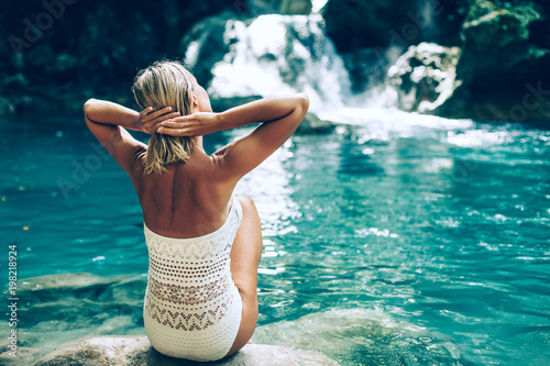 Plexiglas Bali Woman by the Kawasan waterfall in Philippines