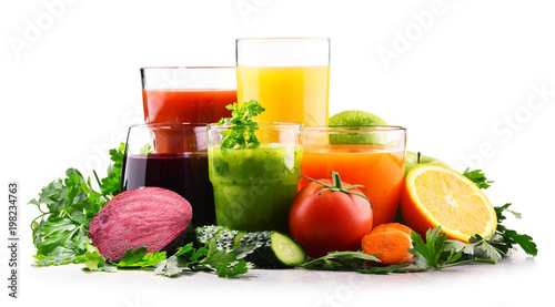 Glasses with fresh organic vegetable and fruit juices - 198234763