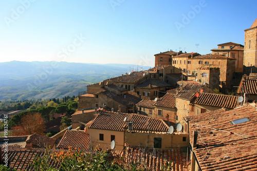 Fotobehang Blauwe hemel View of the city of Volterra, Italy