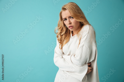 Foto Murales Portrait of a frozen young blonde girl in sweater