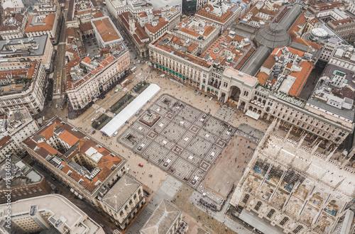 Fotobehang Milan Aerial view of Piazza del Duomo in Milan