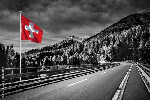 Straße in der Schweiz - 198348127