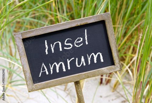 Plexiglas Noordzee Insel Amrum - Kreidetafel mit Schrift am Strand