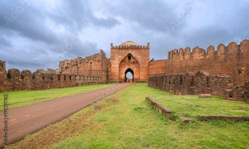 Foto Murales The gate of the Bidar fort in India.