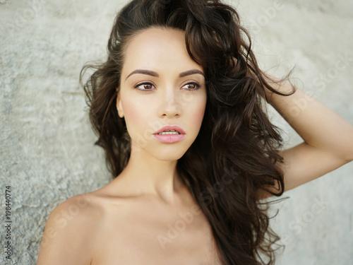 Fotobehang womenART Beautiful brunette woman on the beach