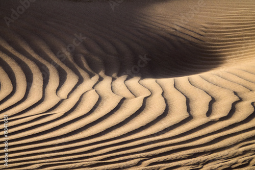 Wind blowing over sand dunes © Kokhanchikov
