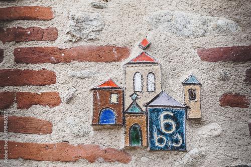 Numéro de maison en céramique décoré
