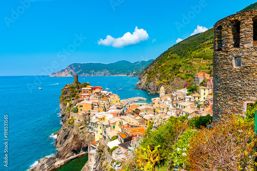 Fotobehang Liguria Scenic view of ocean and harbor in colorful village Vernazza, Cinque Terre, Italy