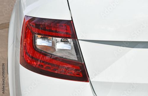 Tylne światło nowoczesnego samochodu