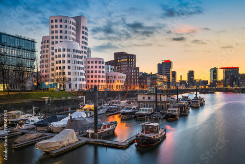 Leinwanddruck Bild Medienhafen in Düsseldorf, Deutschland