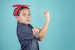 niña feminista sobre fondo azul
