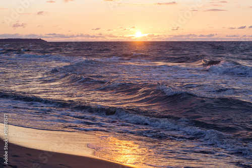 Foto op Canvas Zee zonsondergang View of the seashore with a beautiful pink decline and a coastal surf