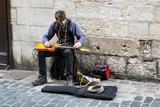 Artiste de rue. Guitariste - 198811776