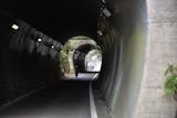 日本の線路跡のトンネル