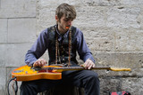 Artiste de rue. Guitariste - 198821146