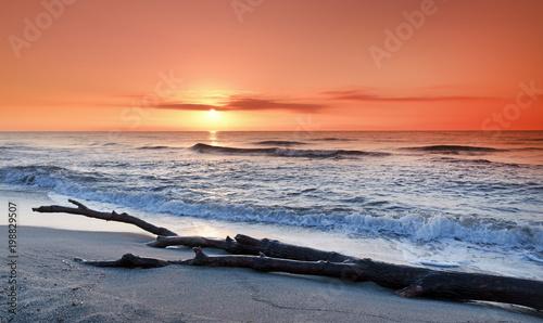 Wschód słońca na wybrzeżu Korsyki