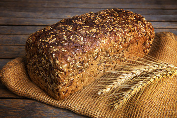 Vollkornbrot, Körnerbrot, Laib Brot - Getreide