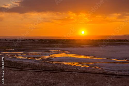 Poster Oranje eclat coucher de soleil sur salar