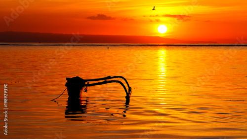 Poster Oranje eclat Silhouette of boat in Bali Indonesia