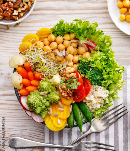 Aluminium Boeddha Buddha bowl, healthy and balanced vegan meal, fresh salad with a variety of vegetables, healthy eating concept. Top view