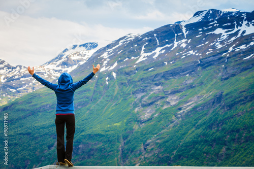 Plexiglas Groen blauw Tourist woman enjoying mountains landscape in Norway.
