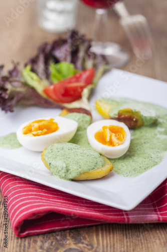 Foto Murales grüne Soße mit Eiern und Kartoffeln