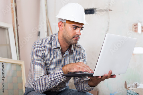 foreman working at the notebook
